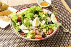 Comida ligera - ensalada con rucola Imagenes de archivo