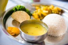Comida local de la receta de Dal Bhat de Nepal y de la India Imagenes de archivo