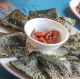 Comida local de Laos de la alga marina curruscante Foto de archivo libre de regalías
