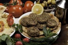 Comida mediterránea con los Falafels Imagenes de archivo