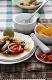 Comida mexicana con las tortillas Foto de archivo libre de regalías