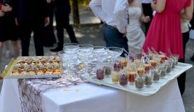 Comida para el cóctel de la boda Foto de archivo libre de regalías