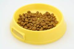 Comida para gatos en blanco Fotografía de archivo libre de regalías