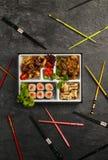 Comida para llevar o a casa llena de la porción de Bento Single en el cuision japonés Imagen de archivo libre de regalías