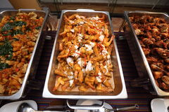 Comida picante tailandesa en la placa del abastecimiento de la comida fría preparada Fotografía de archivo