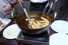Comida picante tailandesa en la placa del abastecimiento de la comida fría preparada Imágenes de archivo libres de regalías