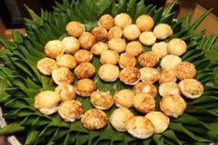 Comida picante tailandesa en la placa del abastecimiento de la comida fría preparada Imagenes de archivo