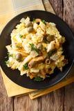 Comida portuguesa: bacalao destrozado frito con las patatas fritas, cebollas fotos de archivo
