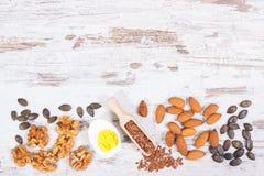 Comida que contiene Omega 3 ácidos, minerales naturales y fibra dietética, concepto ácido de la dieta, espacio de la copia para e fotografía de archivo libre de regalías