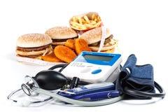Comida rápida e ferramentas médicas Foto de Stock