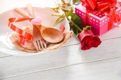 Comida romántica del amor de la cena de las tarjetas del día de San Valentín y amor que cocinan concepto foto de archivo libre de regalías