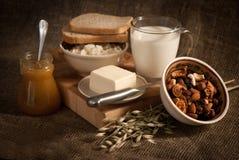 Comida con pan, leche y cereales Foto de archivo libre de regalías