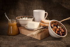 Comida sana con el pan, cereales Foto de archivo libre de regalías