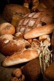 Comida sana con el pan, cereales Fotos de archivo