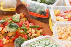 Comida sana de las verduras congeladas El cocinar de los ingredientes de empaquetado fotos de archivo