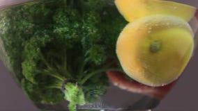 Comida sana: limón HD de la manzana de la uva del tomat de las frutas frescas almacen de metraje de vídeo