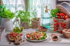 Comida sana preparada en la cocina de la primavera Imagen de archivo