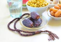 Comida sana a romperse rápidamente durante el mes santo del Ramadán imagen de archivo libre de regalías