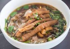 Comida tailandesa de la calle de los tallarines Fotos de archivo