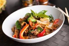 Comida tailandesa de los tallarines borrachos Foto de archivo