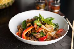 Comida tailandesa de los tallarines borrachos Fotos de archivo libres de regalías