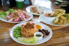 Comida tailandesa en la tabla Fotografía de archivo libre de regalías