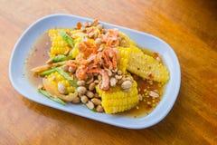 Comida tailandesa - ensalada picante del maíz foto de archivo libre de regalías