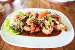 Comida tailandesa, Fried Shrimp profundo con la salsa del tamarindo Foto de archivo