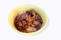 Comida tailandesa, tallarines con el queso de soja, brotes de haba Fotos de archivo libres de regalías