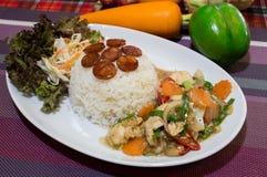 Comida Tailandia de la salchicha del pollo del arroz Fotos de archivo libres de regalías