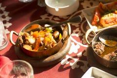 Comida tradicional árabe en el golfo Oriente Medio Fotos de archivo