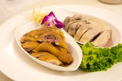 ` Comida tradicional, civil de s de Taiwán, disco del pollo y del ganso, ganso ahumado y pollo del blanco-corte, muy delicioso y  Imagen de archivo