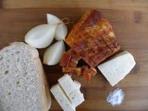 Comida tradicional comida campesina servida frío en tabla de cortar Fotografía de archivo libre de regalías