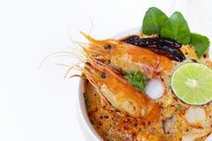 Comida tradicional de la sopa amarga picante de la sopa de Tom Yum Goong o del camarón en Tailandia foto de archivo