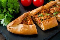 Comida tradicional del pide turco Fotos de archivo
