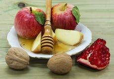 Comida tradicional para Rosh Hashanah Imagen de archivo libre de regalías
