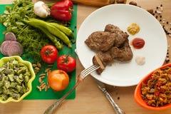 Comida vegetariana contra la carne Foto de archivo libre de regalías