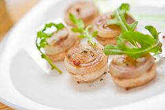 Comida vegetariana en el plato en un restaurante Fotografía de archivo
