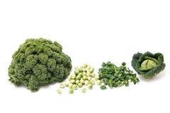 Comida: Verduras verdes del invierno, col rizada, coles de Bruselas, sal del campo Foto de archivo