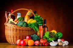Comida, verduras y frutas de las compras foto de archivo libre de regalías