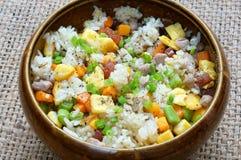 Comida vietnamita, arroz frito, consumición asiática Imagenes de archivo