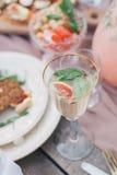 Comida y bebida deliciosas Foto de archivo libre de regalías