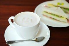Comida y café de la bebida a la una del día de fiesta Imagen de archivo