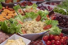 Comida y ensaladas probadas Foto de archivo libre de regalías
