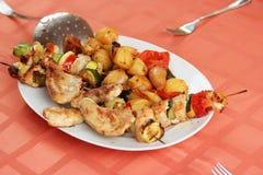 Comida y verduras asadas a la parrilla Imágenes de archivo libres de regalías