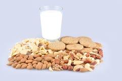 Comida y vidrio sanos de leche Foto de archivo
