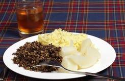 Comida y whisky de Haggis Imágenes de archivo libres de regalías