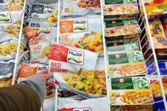 Comidas congeladas en una tienda fotografía de archivo libre de regalías