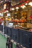 Comidas húngaras en un soporte justo de la Navidad Foto de archivo