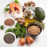 Comidas lo más arriba posible en Omega 3 ácidos grasos fotos de archivo